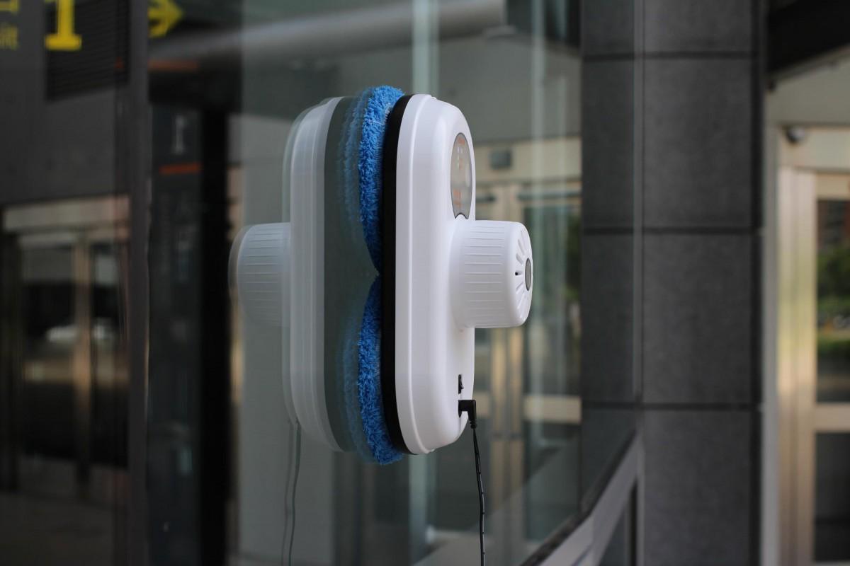 Роботы-пылесосы для вертикальной уборки