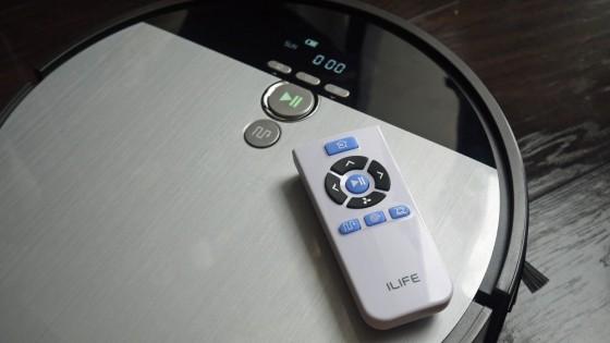 пульт и робот-пылесос iLife