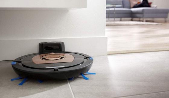 робот-пылесос на зарядке