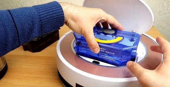 установка контейнера с водой в робот-пылесос iLife